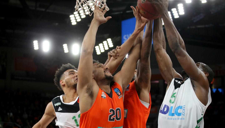 Amine Noua ( ASVEL VILLEURBANNE ) Neuzugang Jerrelle Benimon ( ratiopharm ulm ) Da Sean Butler ( ratiopharm ulm ) Charles Kahudi ( ASVEL VILLEURBANNE ), ratiopharm ulm vs. ASVEL VILLEURBANNE, 7DAYS EuroCup, Basketball, 06.12.2017, Foto: Langer/Eibner-Pressefoto