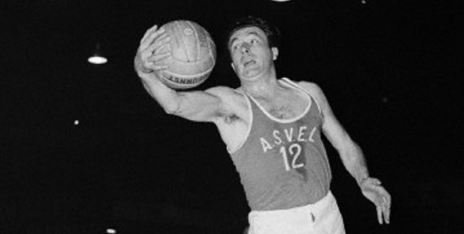 25 Apr 1954, Paris, France --- French basketball player from Villeurbanne, Andre Buffiere. --- Image by © Universal/TempSport/Corbis